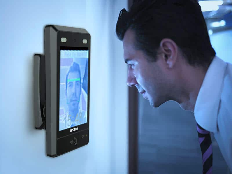 facial recognition technology integrated in banking to verify biometrics authentication, facial recognition technology in banking, facial recognition website, facial recognition application, facial recognition solutions
