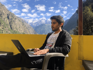 Remote work, working remotely like a digital nomad. Remotedesk by verificient