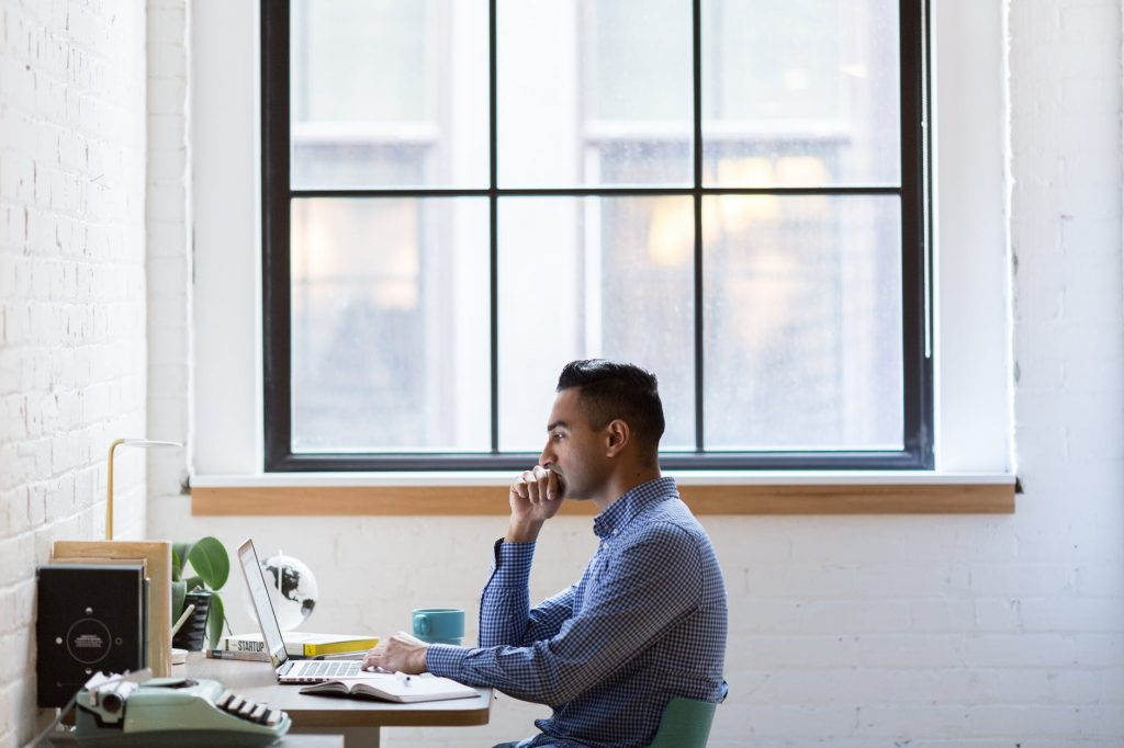 high employee engagement when your teams must work from home with the help of remotedesk
