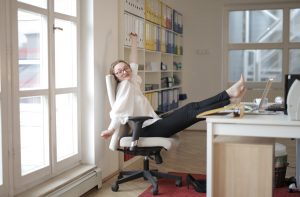 How Do Employees Steal Time While at Work?- Remotedesk