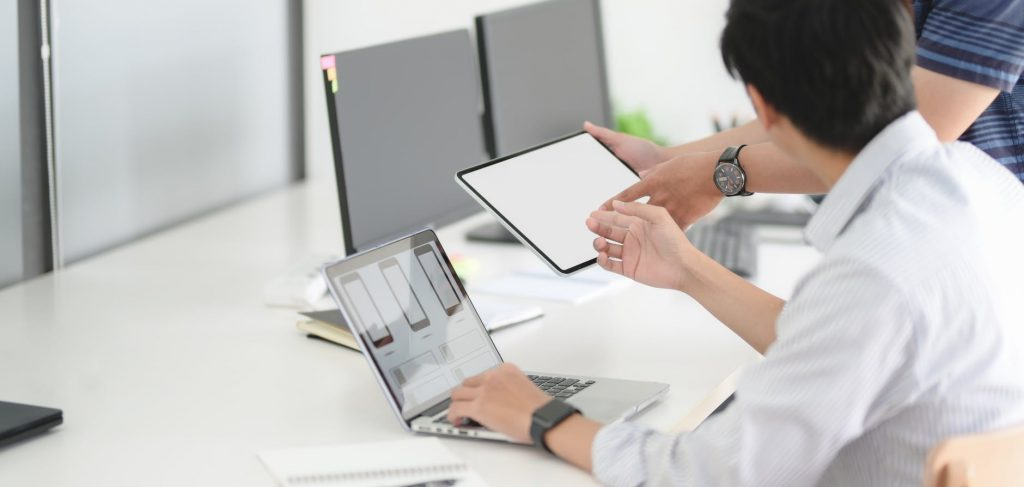 Monitoring Employee Soci with the help of remotedeskal Media Activity at Work