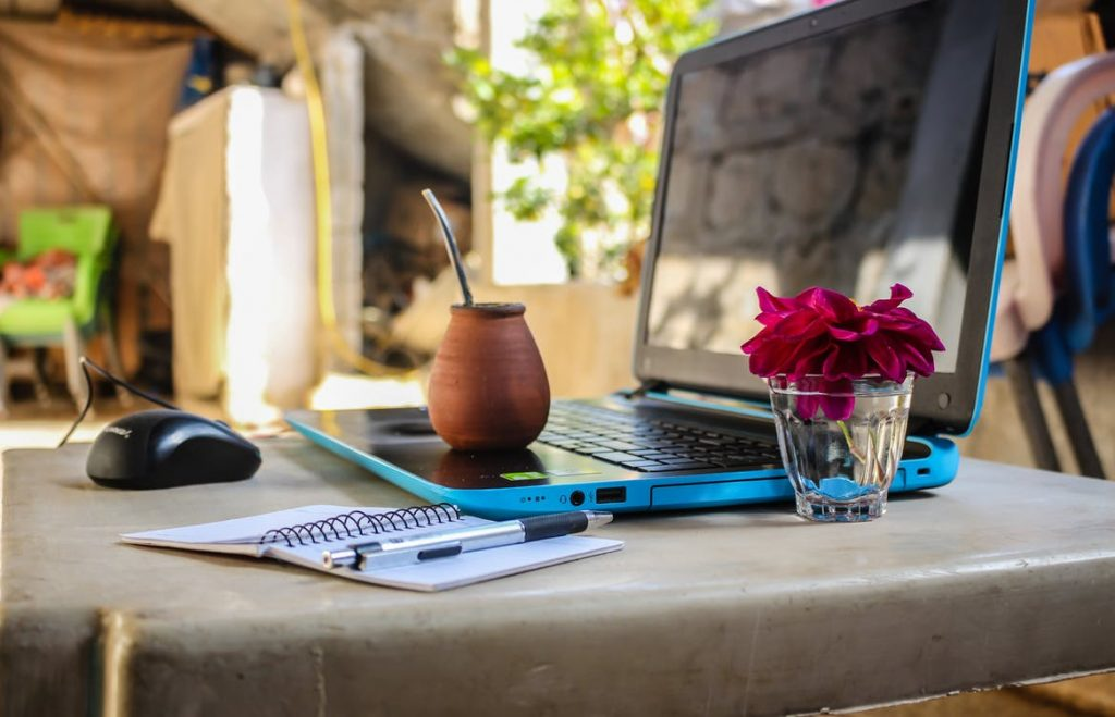 How to Travel and Work Remotely- Remotedesk