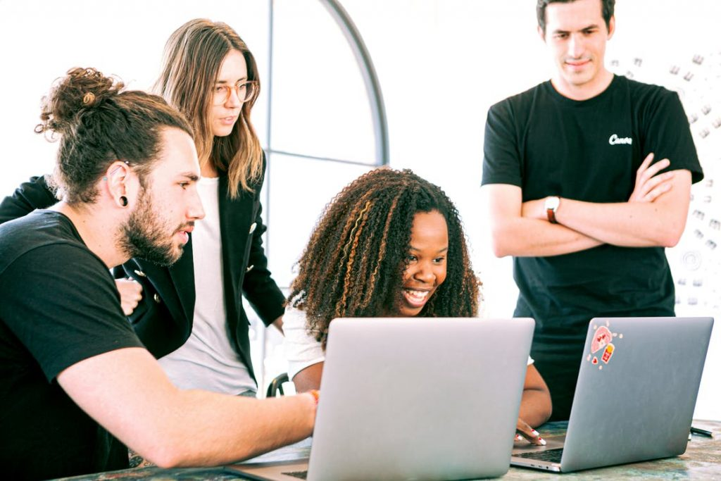 5 Tips for Building Trust When Employees Return to Work- RemoteDesk