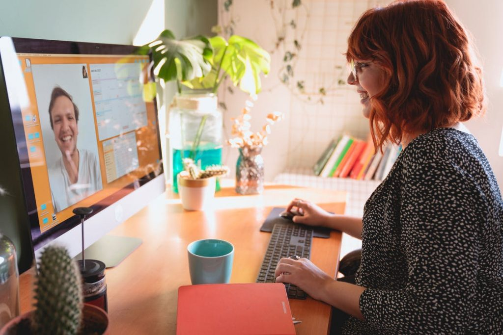 Best Tools to Manage Remote Workers - RemoteDesk